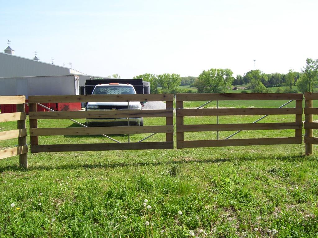 4-board façade gates with steel frames